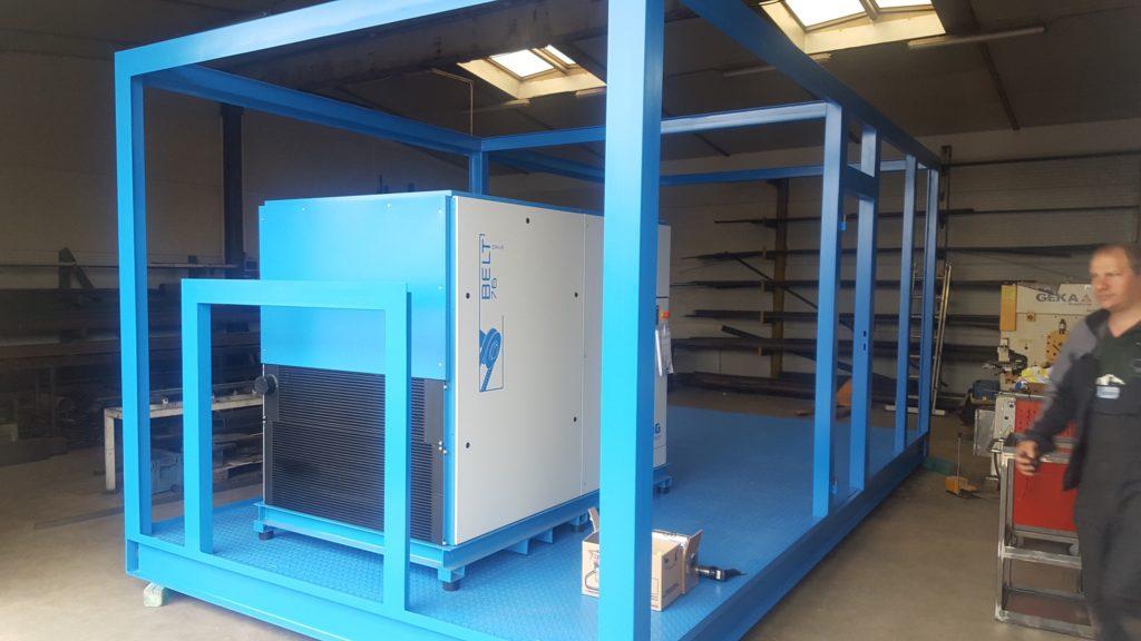 Počátek prací při výrobě kontejneru pro kompresor.