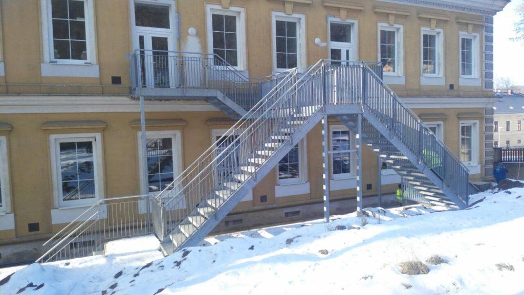 Dokončení stavby schodiště